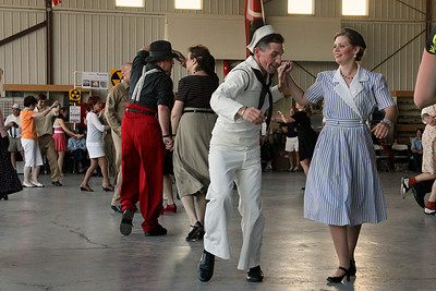 Big Band hangar dance