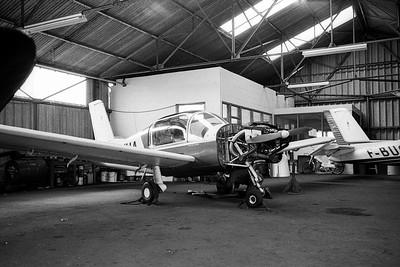 """Été 1978. Morane-Saulnier MS 880 """"Rallye"""" dans le nouvel hangar de l'aéroclub Jean-Maridor, au Havre."""