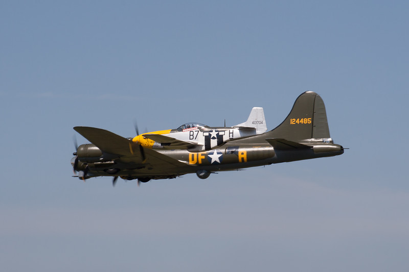 """1945 - Boeing B-17 Flying Fortress """"Sally B"""" and North American P-51D Mustang """"Ferocious Frankie"""""""