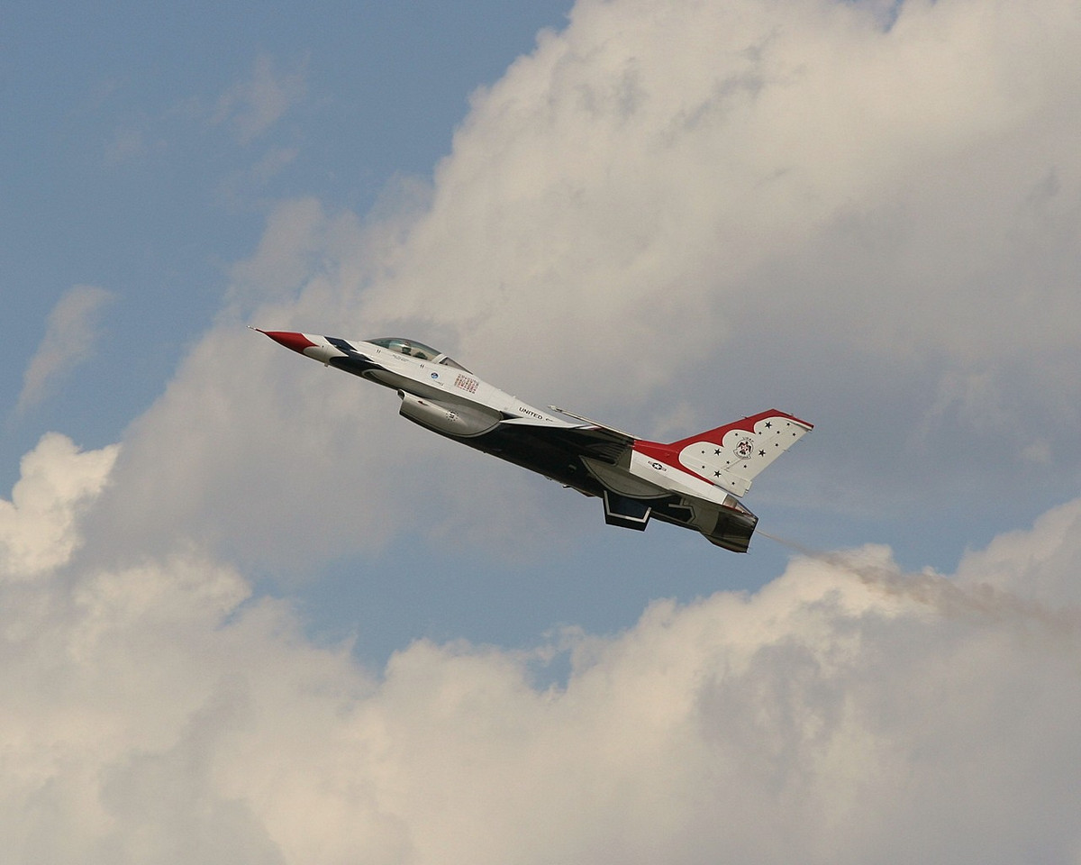 Ladies and Gentlemen, Your US Air Force Thunderbirds!<br /> <br /> Went to the DOD Open House and Airshow at Andrews today. I'll probably be processing shots for a couple of days.