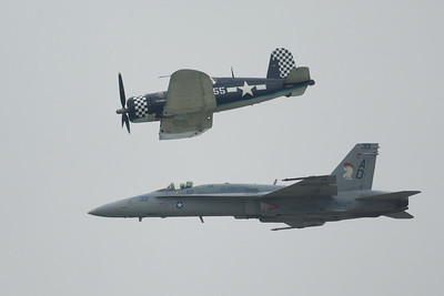 Dayton Air Show 2007, Navy Heritage Flight (F-18 Hornet & F-4U Corsair)