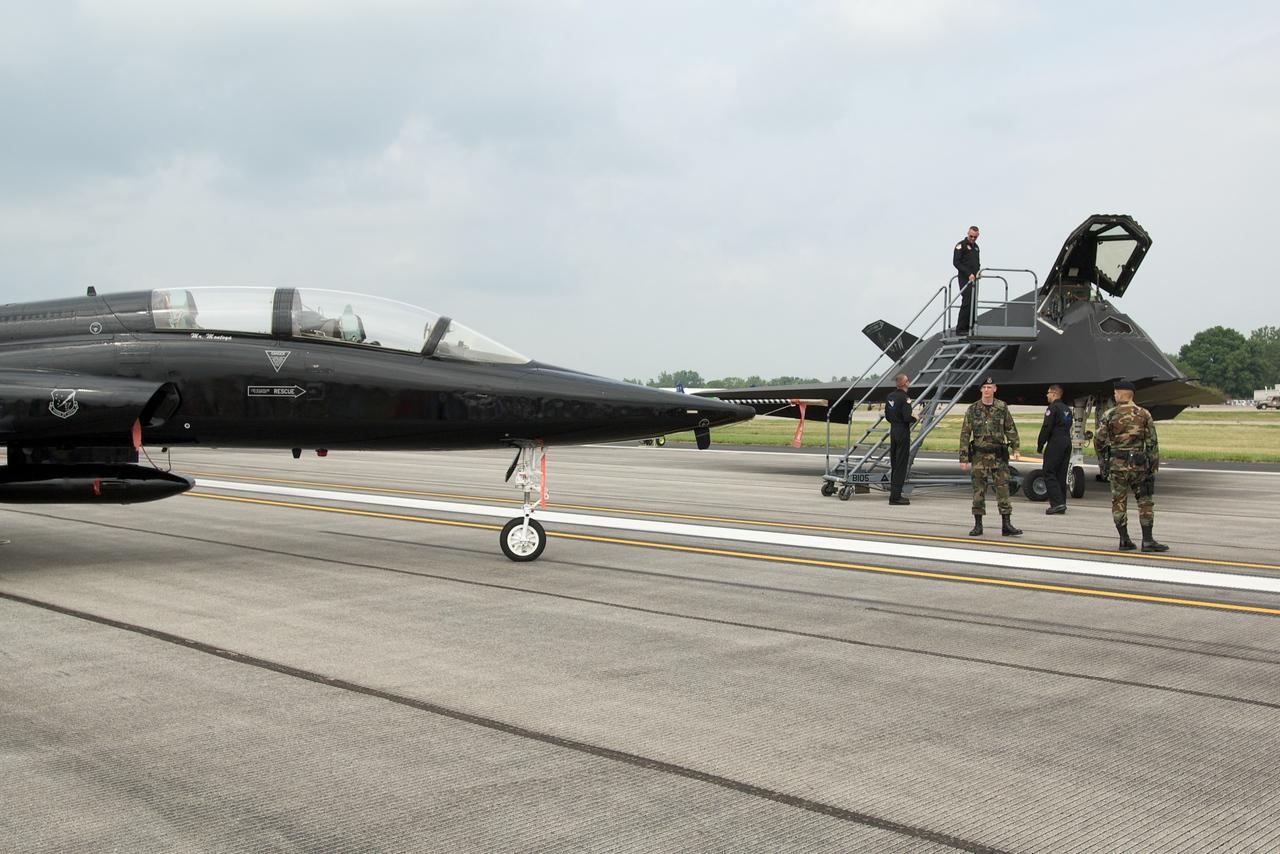 Dayton Air Show 2007, Northrop T-38 Talon & Lockheed F-117