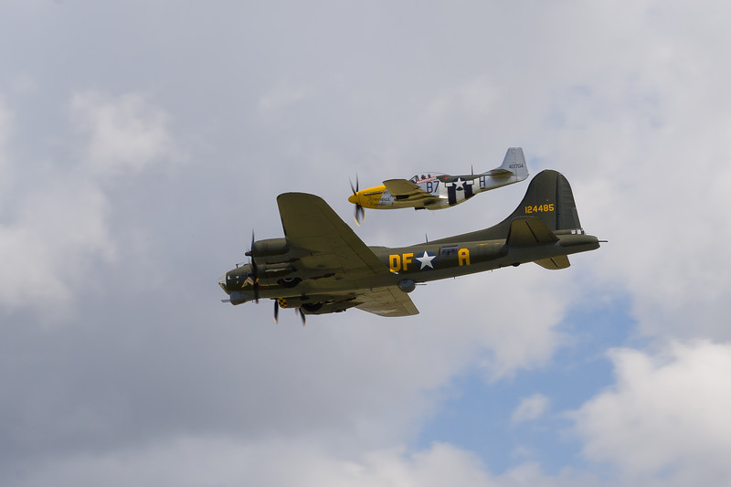 """1945 - Boeing B-17 Flying Fortress """"Sally-B"""" & North American P-51 Mustang"""