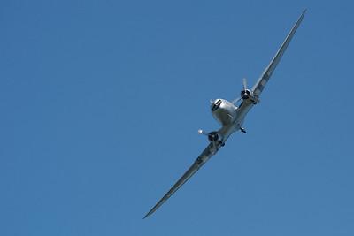 La Ferté-Alais 2010. Les lignes purs du Douglas DC-3.