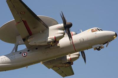 La Ferté-Alais 2010. Grumman E-2 Hawkeye.