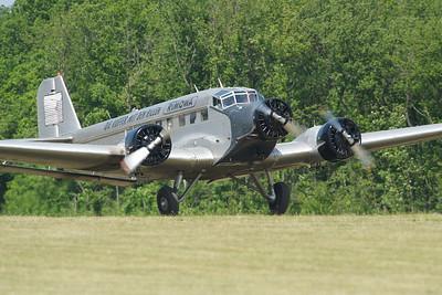 La Ferté-Alais 2010. Junkers JU-52 au décollage.
