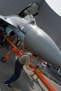 Salon du Bourget 2013. Préparation du Sukhoi 35 pour les démos du jour.