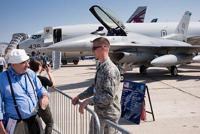 """Salon du Bourget 2015. Les américains sont très discrets et ne présentaient rien, à part un P-8 """"Poseidon"""" dont l'acces était bien gardé."""