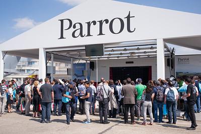Salon du Bourget 2015. Foule devant le stand Parrot.