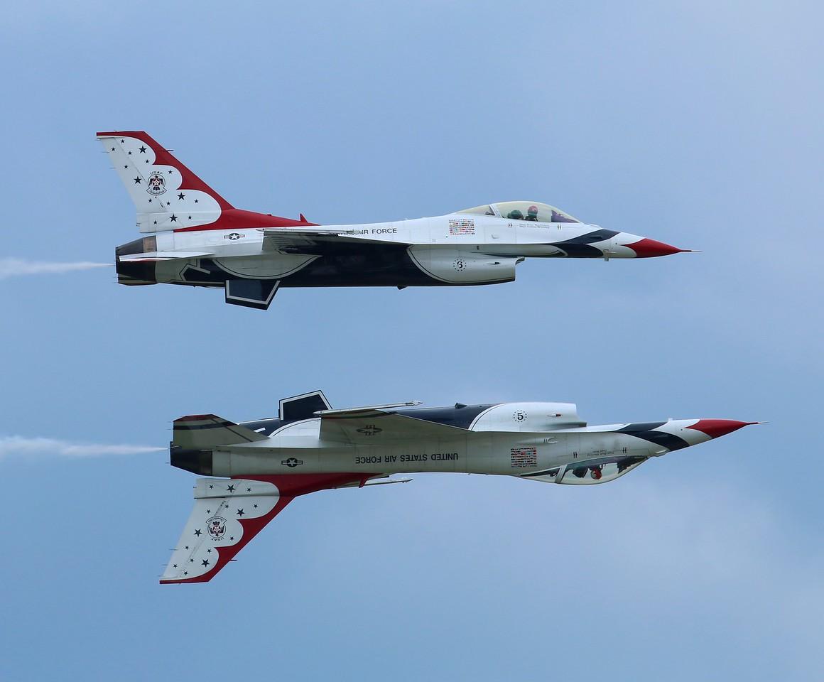 Thunderbirds F-16s