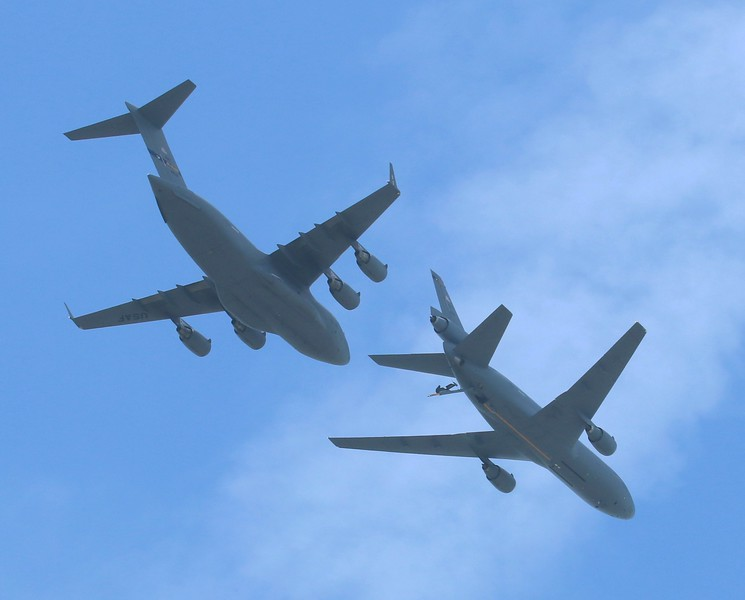 Air to Air Refueling demo (KC-10 & C-17)