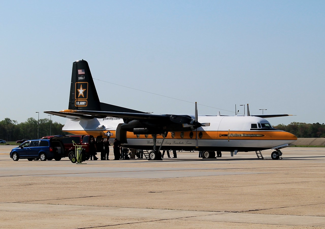 US ARMY Golden Knights F-27