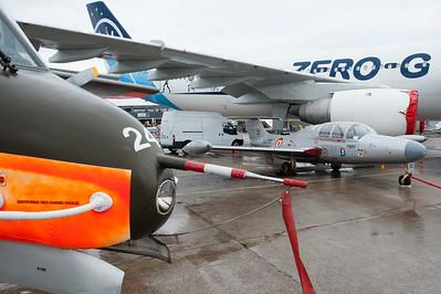 """Le Bourget 2011. Morane-Saulnier MS.760 Paris, sous l'aide de l'Airbus A300B2 """"zéro G""""."""
