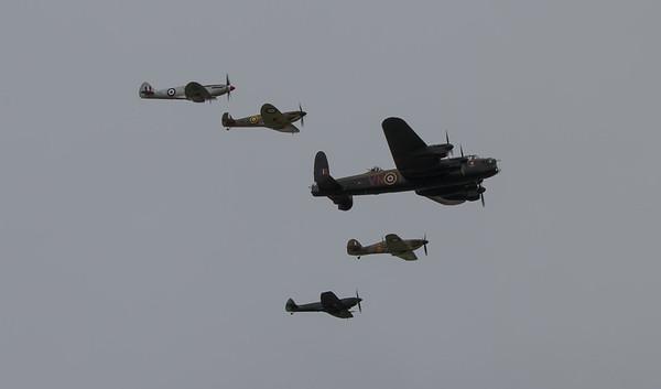 1945 - Avro Lancaster Mk 1 - Supermarine Spitfire PR Mk  XIX  - Supermarin Spitfire Mk XVI