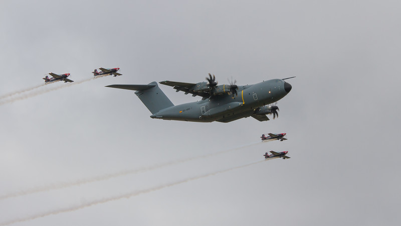 Airbus A400M Atlas and Extra EA-300s
