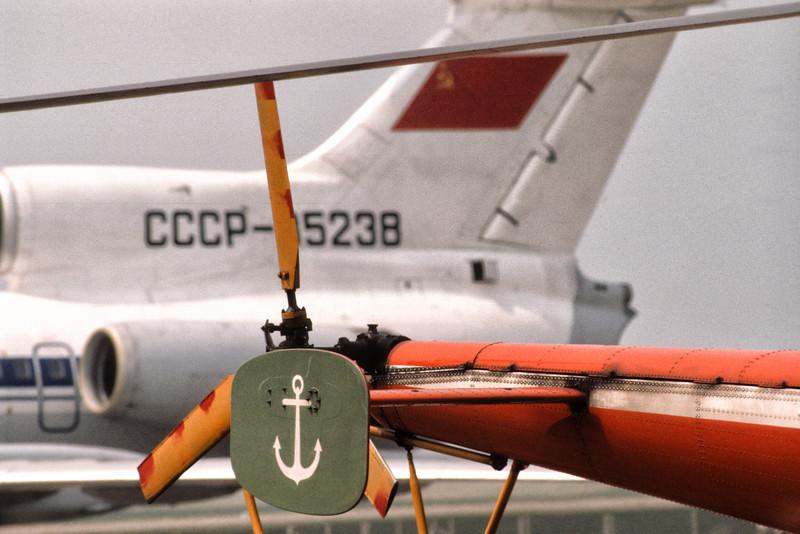 Tupolev 154B CCCP-85238 au Havre (LFOH) le 20 mai 1978. Au premier plan, l'Alouette III F-BPPH (SA 316 B  #2245)