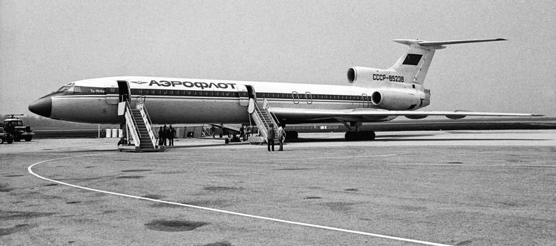 Tupolev 154B CCCP-85238 au Havre (LFOH) le 20 mai 1978. Minolta SRT-101, objectif Rokkor 1:1,7 50mm. Vol charter pour la delégatation soviétique reçue à la Mairie du Havre.