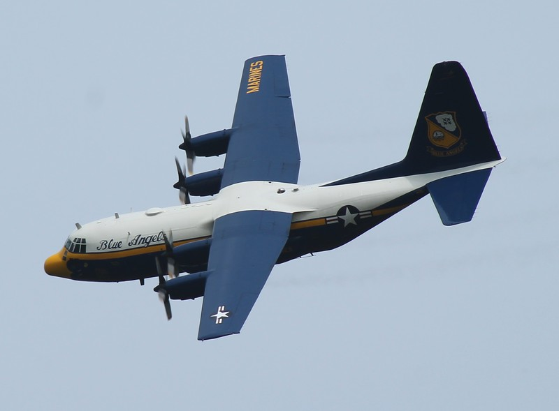 Blue Angels C130 [164763] banking for RWY23.