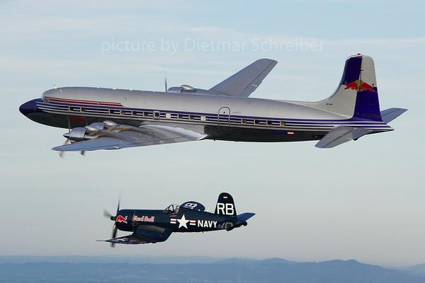2013-10-26 OE-LDM / OE-EAS Flying Bulls