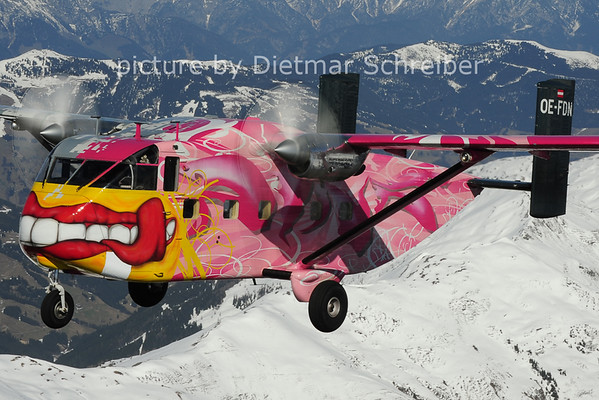 2014-03-29 OE-FDN Skyvan Pink Aviation