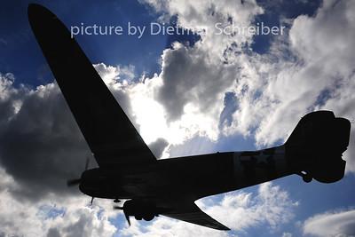 2014-06-05 N74589 Douglas DC3