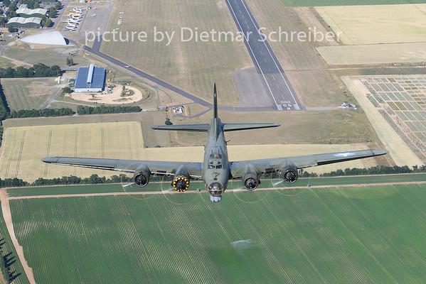 2018-07-02 G-BEDF Boeing B17 Sally B