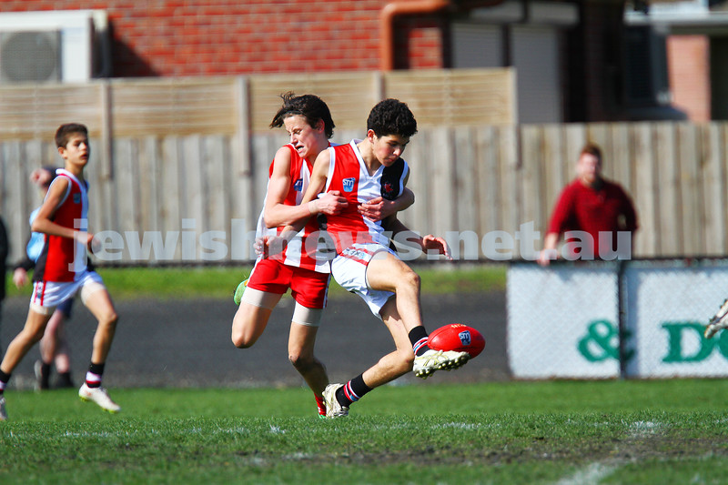 30-8-15. U 14 Comets grand final victory over Mordialloc-Braeside. Photo: Peter Haskin