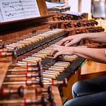 12 Stunden Konzert wider Gewalt und Vergessen in Melk. Zum Auftakt spielte Maria Zauner an der Orgel der Stiftskirche. Unterstützt wurde sie von ihrer Tochter Anika. <br /> Foto: Franz Gleiß
