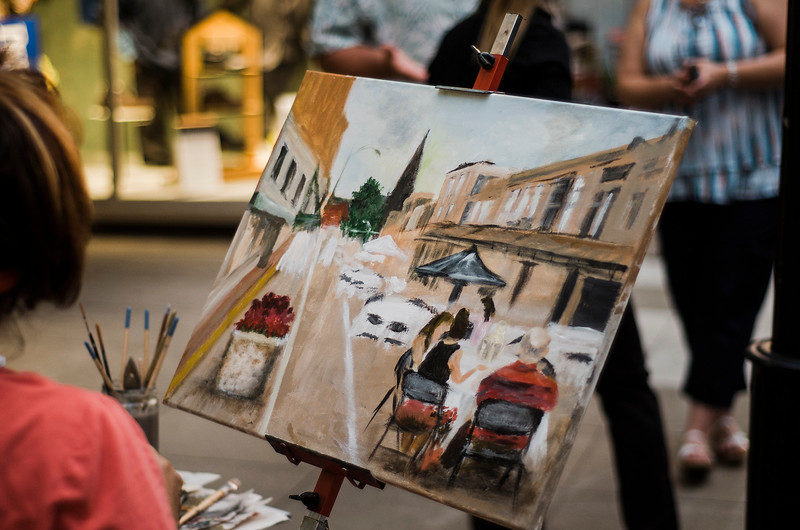 Local artist Iphigenia Burg paints a dinner scene during the Al Fresco Fitchburg downtown dining event held on Thursday, July 20, 2017. SENTINEL & ENTERPRISE / Ashley Green