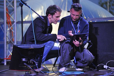 Sul palco controllando i PC con Stefano Meloccaro
