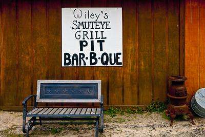 Wiley's Smuteye Grill Pit Bar-B-Que Smuteye AL_2806