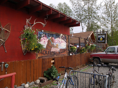Dining: West Rib Pub and Grill in Talkeetna