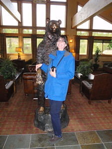 Mt. McKinley Lodge: Jenny with metal grizzly bear