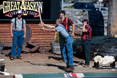 Axe throwing at the lumberjack show. The competition was between Americans (in blue) and Canadians (in red).