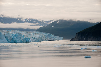 Wider view of the right face of the glacier.