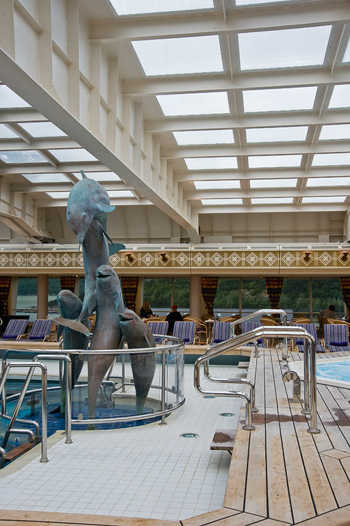 The indoor pool on the ms Ryndam