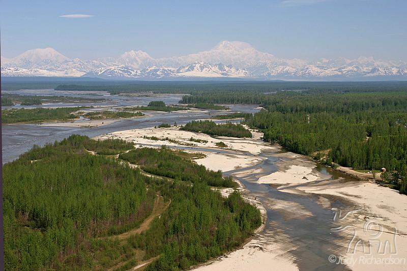 Denali National Park Mountains and streams