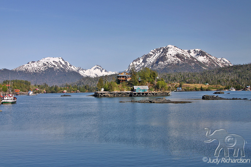 Spectacular, peaceful setting of Stillpoint Lodge in Halibut Cove surrounded by mountains