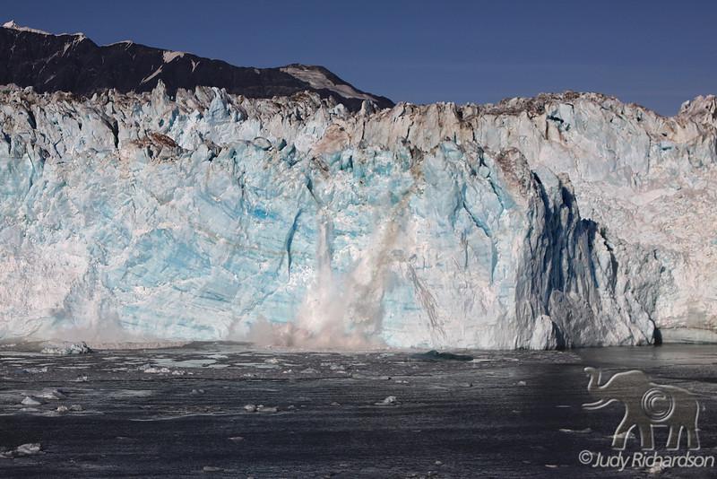 Face of Hubbard Glacier peeling off
