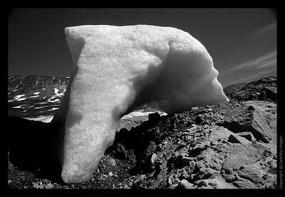 E23 Arch Berg Grayscale