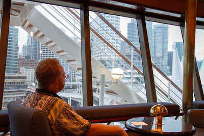 Geoffrey in the Elite Lounge before sail-away