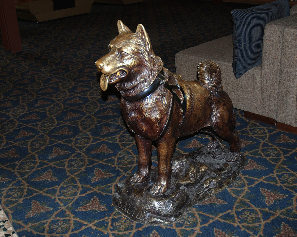 Sled dog statue at Denali Lodge