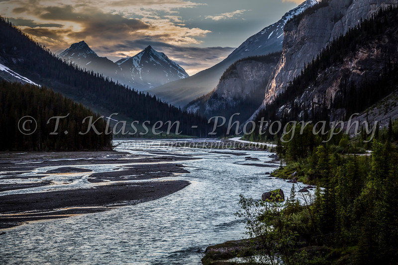 An evening sunset view along the Icefield Parkway in Jasper National Park, Alberta.