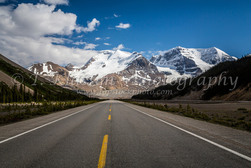 The Icefields Parkway approaching the Columbia Icefields in Jasper National Park, Alberta, Canada.