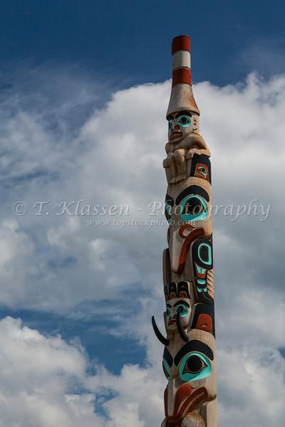 A Haida Gwaii totem pole on Connaught Dr. in Jasper, Alberta, Canada.