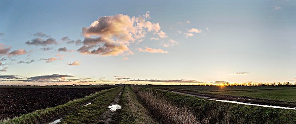9th Jan 2014 : pink-cloud-sunset_panorama