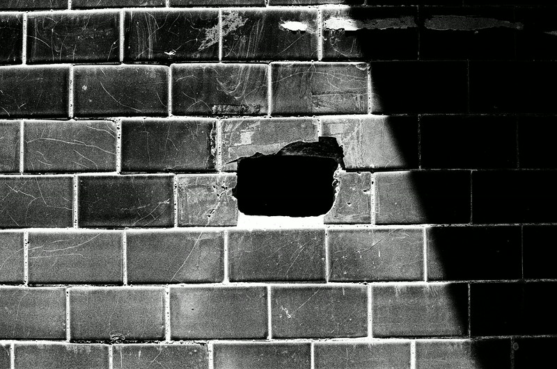 2016-05-27 - Hole in the wall - Kodak T-MAX 100 shot at EI 100. Black and white film in 35mm format.