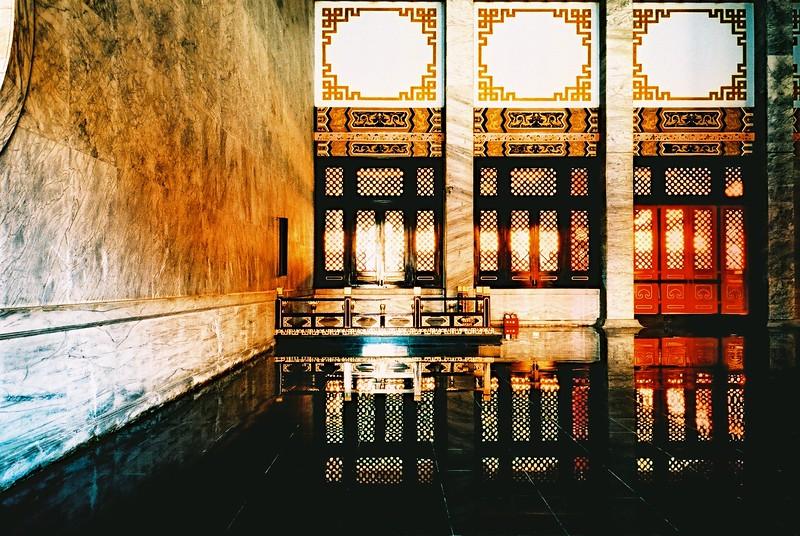 Quasi-grand hall