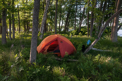 "Second night camp at a very small and very stoney island, 2013-06-03 20:13, 59°17'49"" N 15°38'39"" E"