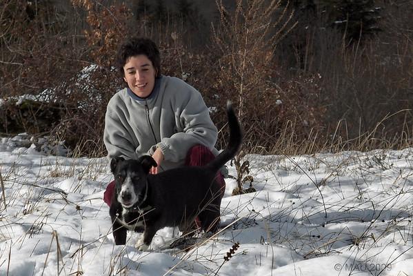 Mi hija María disfrutando con Puli y la nieve.<br /> <br /> My daughter María enjoying the snow with Puli.